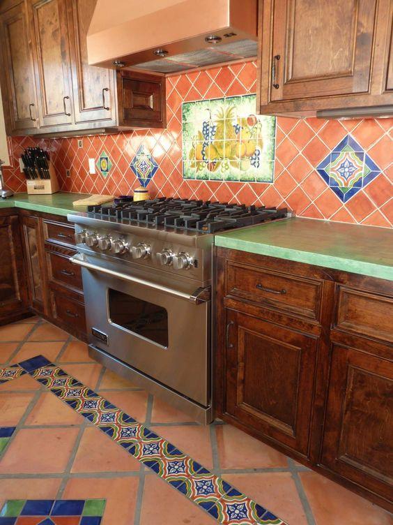 Cocina Rústica con Azulejos Coloridos