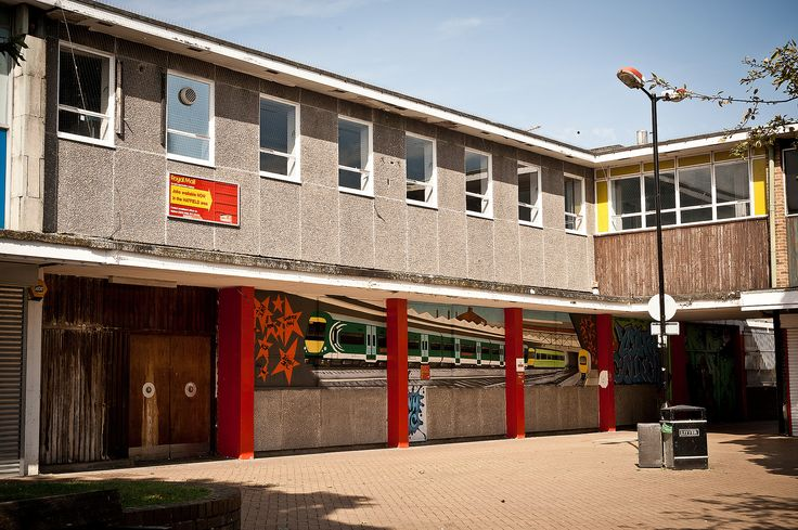https://flic.kr/p/d8NmMh   Hatfield Town Centre   White Lion Square, Hatfield, Hertfordshire.   Designated a New Town on 20 May 1948.
