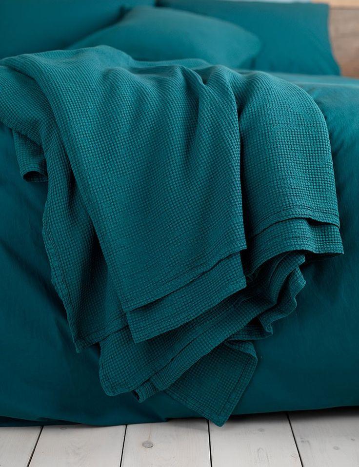 die besten 25 teal throws ideen auf pinterest blaugr ne. Black Bedroom Furniture Sets. Home Design Ideas