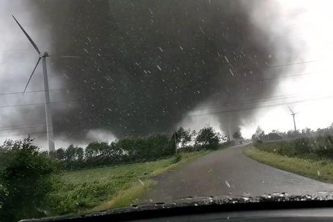 """""""Ist das krass!"""": Paar filmt zwei Tornados in Schleswig-Holstein"""