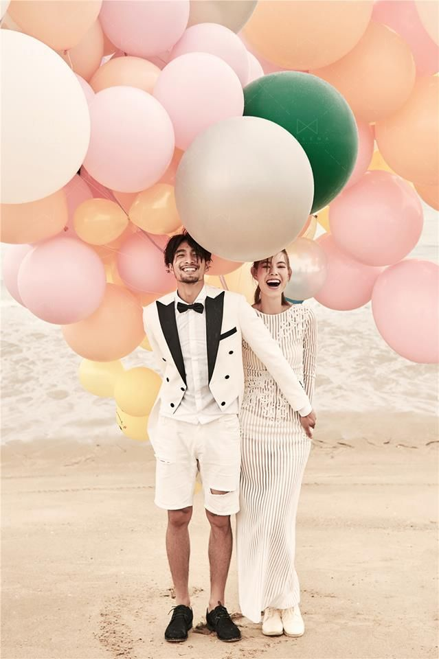 Singapore beach engagement pre-wedding photo shoot with giant balloons by Malena Bridal