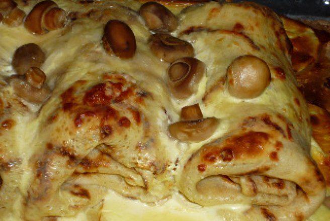 Clatite cu pui si ciuperci in sos de smantana