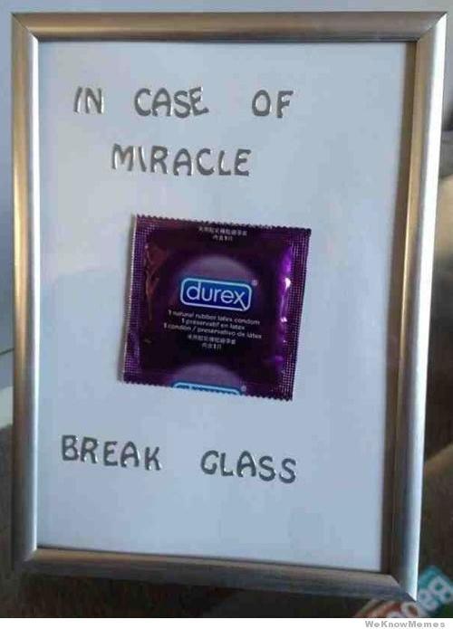 En caso de milagro romper el cristal.