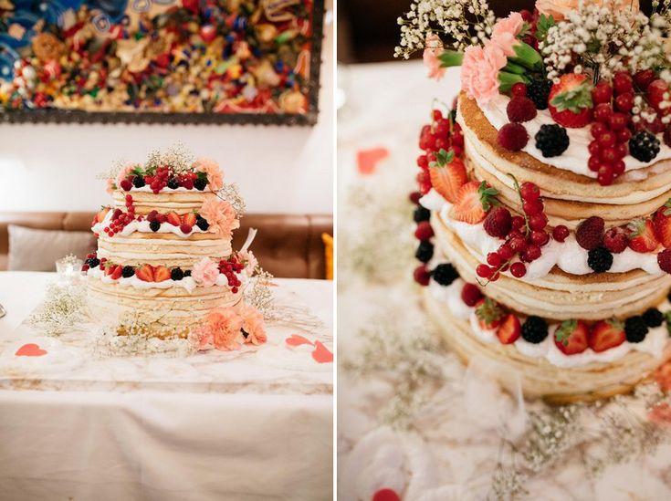 Torte im naked cake Stil bei einer Hochzeit in der Münchner Floßlände