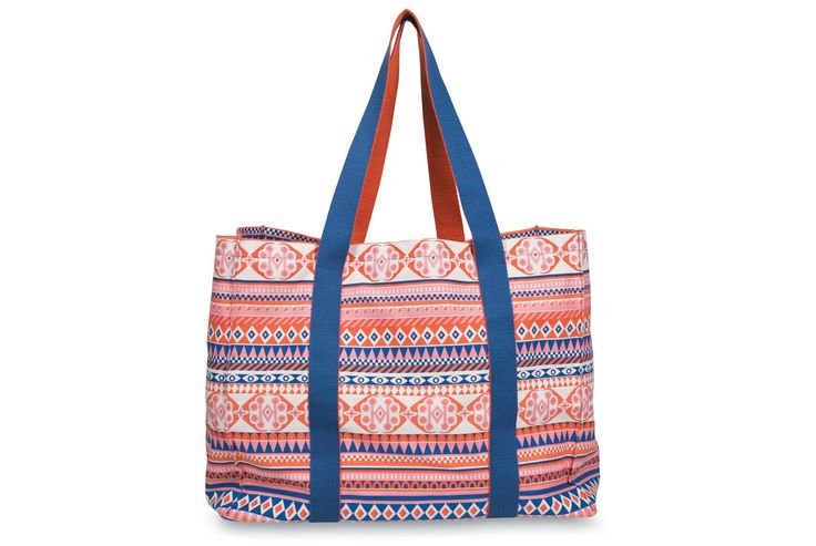 The Illios Beach bag by Citta Design is the perfect gift for the beach goers this summer!