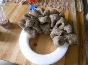 How to make a burlap wreath @Leah Daehling: moxiethrift Castonia