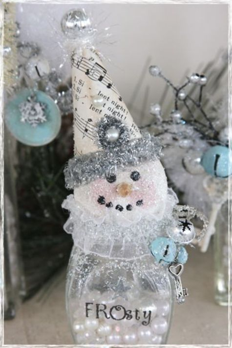 Frosty the Snowman in a jar.  How cute is this for a Christmas gift?