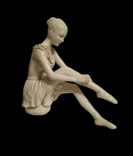 Ballet Putting On Shoes – Hekate Fantasy Giftware and Art