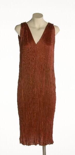 """Vestido """"Delphos"""", 1909[ca]-1930[ca]  En raso de seda plisado en color rojo. Colección Fortuny adquirida a Liselotte Höhs"""