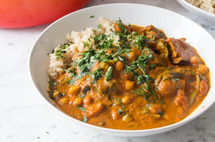 Gulasz z warzywami i komosą ryżową może być doskonałym pomysłem na pożywny i zdrowy obiad. Wśród jego składników znalazły się bogate w błonnik i …