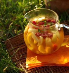 Sangria blanche et pétillante aux pêches et framboises - Ôdélices : Recettes de cuisine faciles et originales !