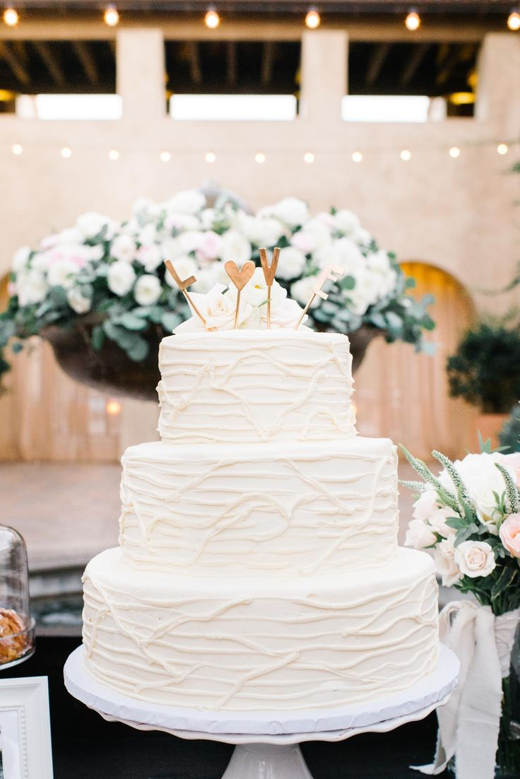 wedding cakes in lagunbeach ca%0A Carats  u     Cake Serra Plaza Wedding Flowers by  Floral Occasions in San Juan  Capistrano Fountain flowers  Find this Pin and more on California  Orange  County