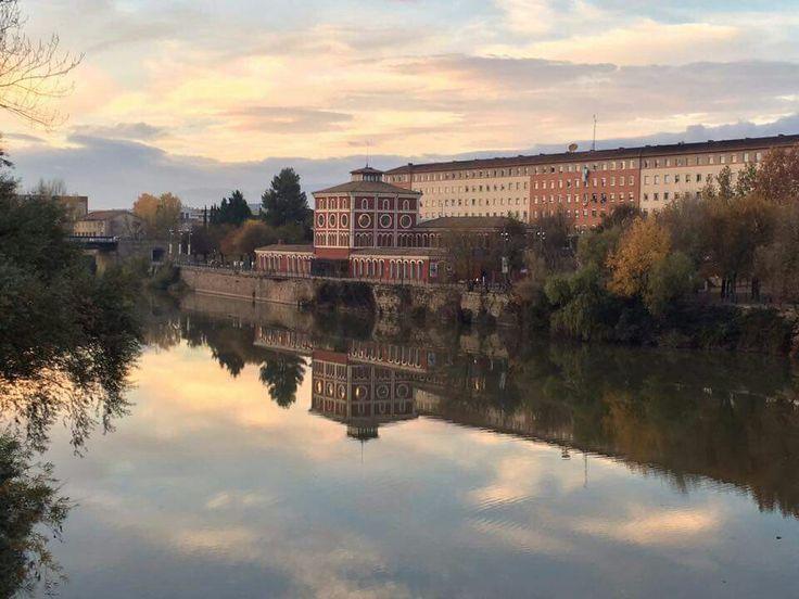 El Palacio de las Ciencias de Logroño en la orilla Norte del río Ebro.