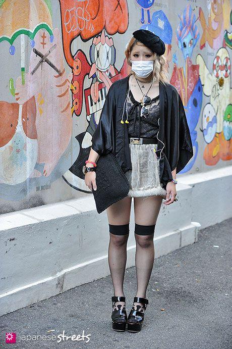 120916-9180 - Japanese street fashion in Harajuku, Tokyo (Ultra C, Versacci, Laffin Lass, COACH)
