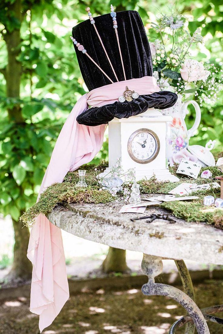 """""""Alice im Wunderland"""" als märchenhafte Hochzeitsidee"""