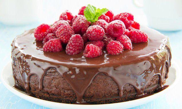 Een echte verwennerij! Cheesecake met chocolade en frambozen.