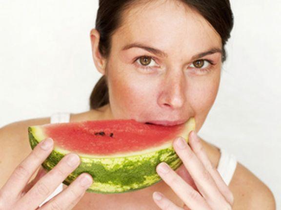 Die Sommerfrucht Melone: Kalorien-Check, Sorten und Rezepte bei EAT SMARTER