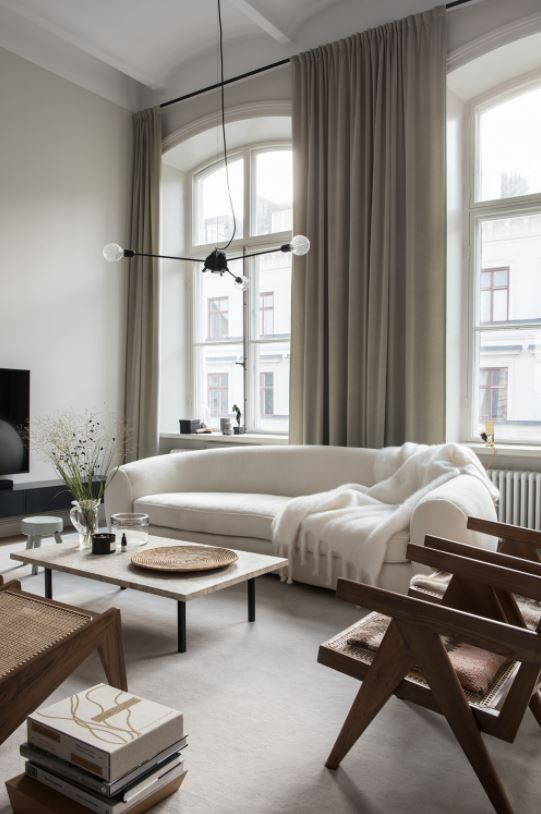 Wohnzimmer Einrichtung (Interior Design) In Den Neutralen Farben Weiß, Beige,  Cognac Und Nude In Kombination Mit Schwarz. Stilvolle,u2026