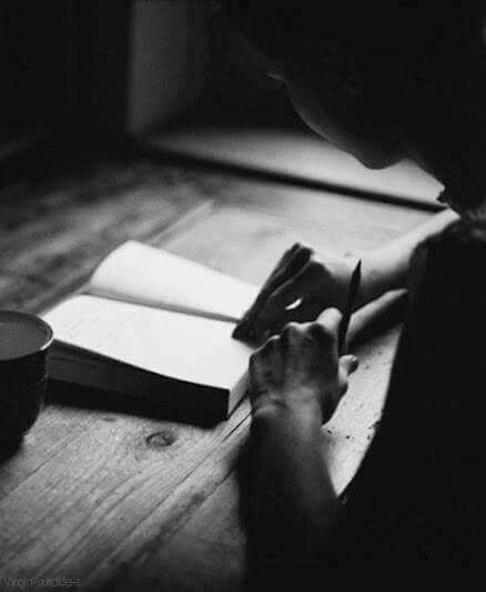 Şimdi,/ Bunca karanlığın üstüne / Oturup bir mektup yazmalı /İlkbahara  ve yaza ... Turgut Uyar