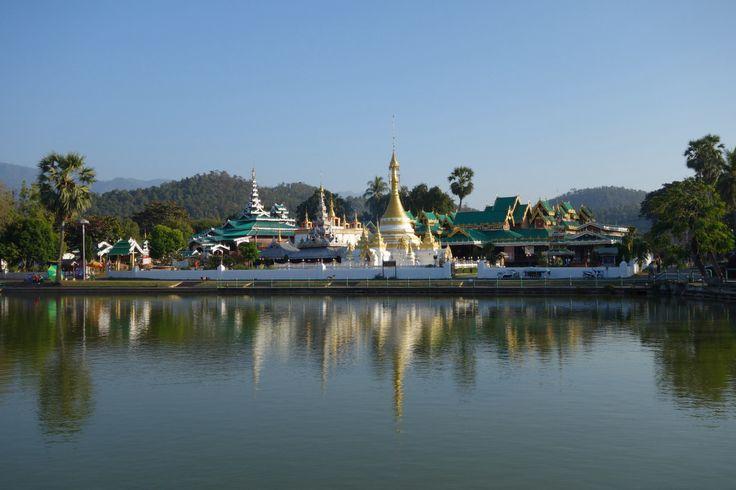 Mae Hong Son. Temples.