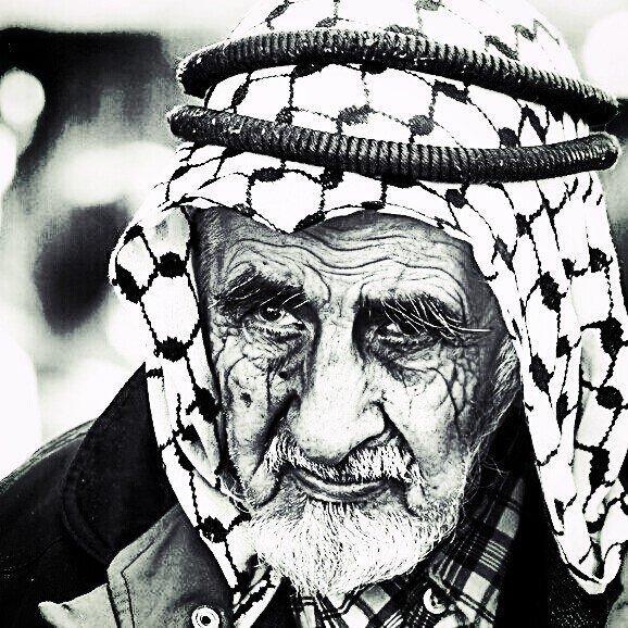 Un regard qui en dit long sur la douleur. L'histoire le conserve pour symboliser une terrible injustice. #Palestine