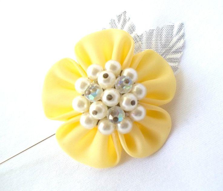 Flor Kanzashi amarilla solapa Pin tela flores ramo