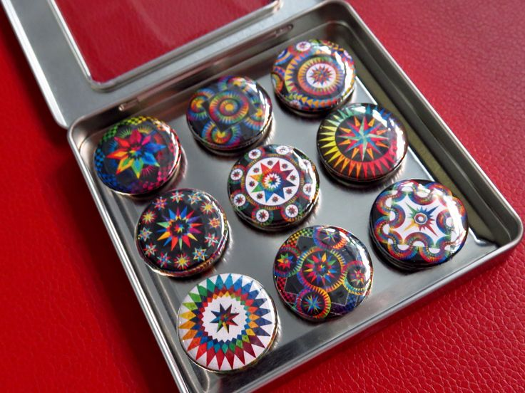 Fun and colorful magnets http://zappydots.com/quilt-dots/becolourful-quilts.html