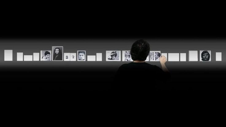 Muñoz illustrates a character who appears to be an editor, curator, and preparator of images. A ghostly figure, the collector selects and arranges an apparently unending archive of photographs.