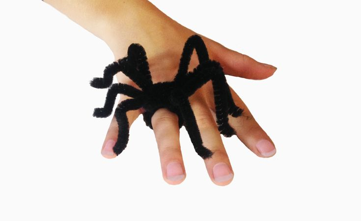 Halloween Spider Rings using Pipe Cleaners - no glue craft