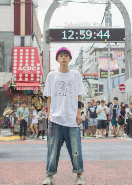 Street style in the version of white t's