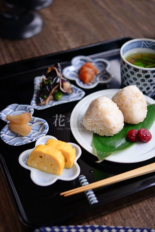 Japanese food / 手前柴漬けと麦塩むすび