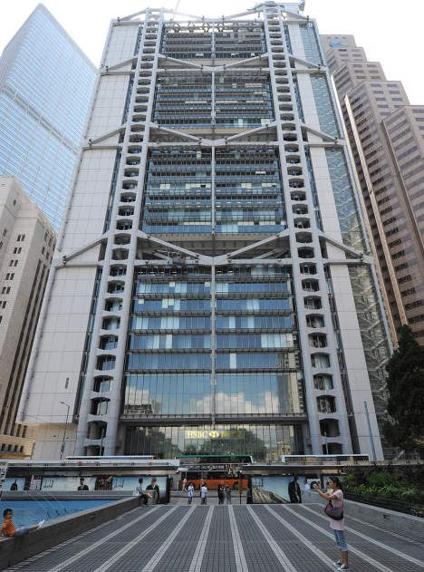 """Edificio HSBC,Hong Kong (China) 1986.Norman Foster. Existen una serie de plantas clave """"portantes"""" de las cuales cuelgan las demás plantas.Fachada,porticos metalicos"""