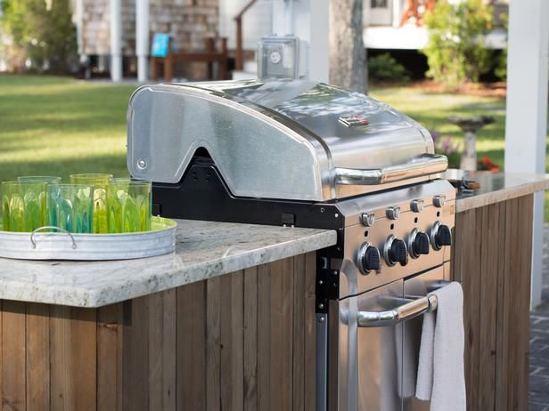 Love the Blog Cabin grilling island? Make your own! Get the how-to >> http://www.diynetwork.com/blog-cabin/how-to-build-a-grilling-island/pictures/index.html?soc=bc