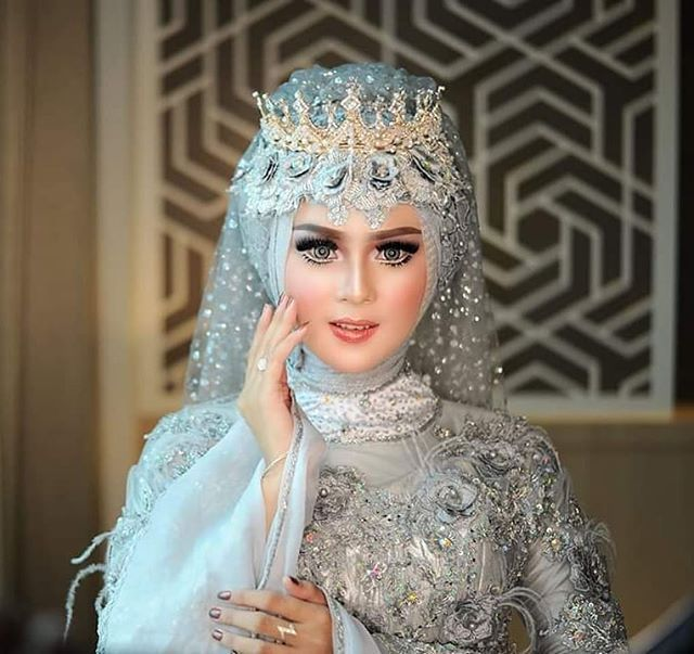 Makeup Gaun By Asri Hijab Wedding Organizer Mod Arykurcil Rias Pengantin Khusus Hijab Kami Spesialis Make Pengantin Kerudung Pengantin Pengantin Berhijab