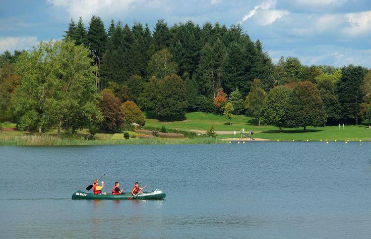 Drei Mann in einem Boot. ... Na eher drei Jugendliche im Kanu. Egal. Das Wetter lädt zu Wasseraktivitäten ein. Auch in Losheim am See. :-)