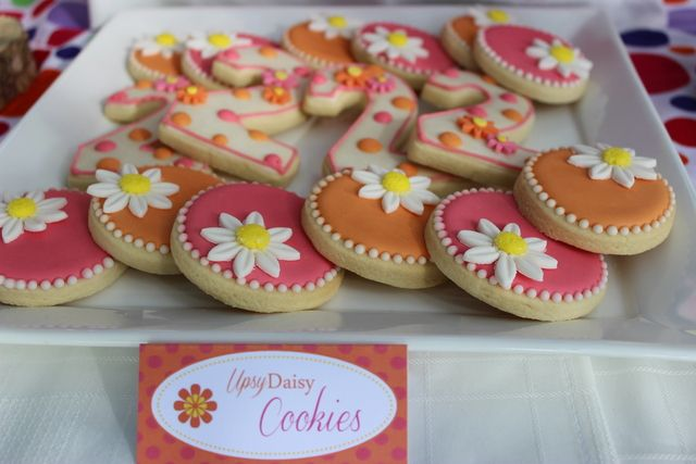 Cute cookies at a Garden Party #garden #partycookies