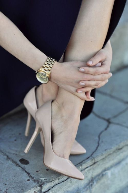 classic nude pumps//