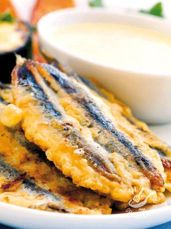 Mettete in tavola le vostre Alici croccanti con salsa ai ceci. Vedrete che nessuno si tirerà indietro: il fritto (quando è buono) è sempre irresistibile! #alicifritte