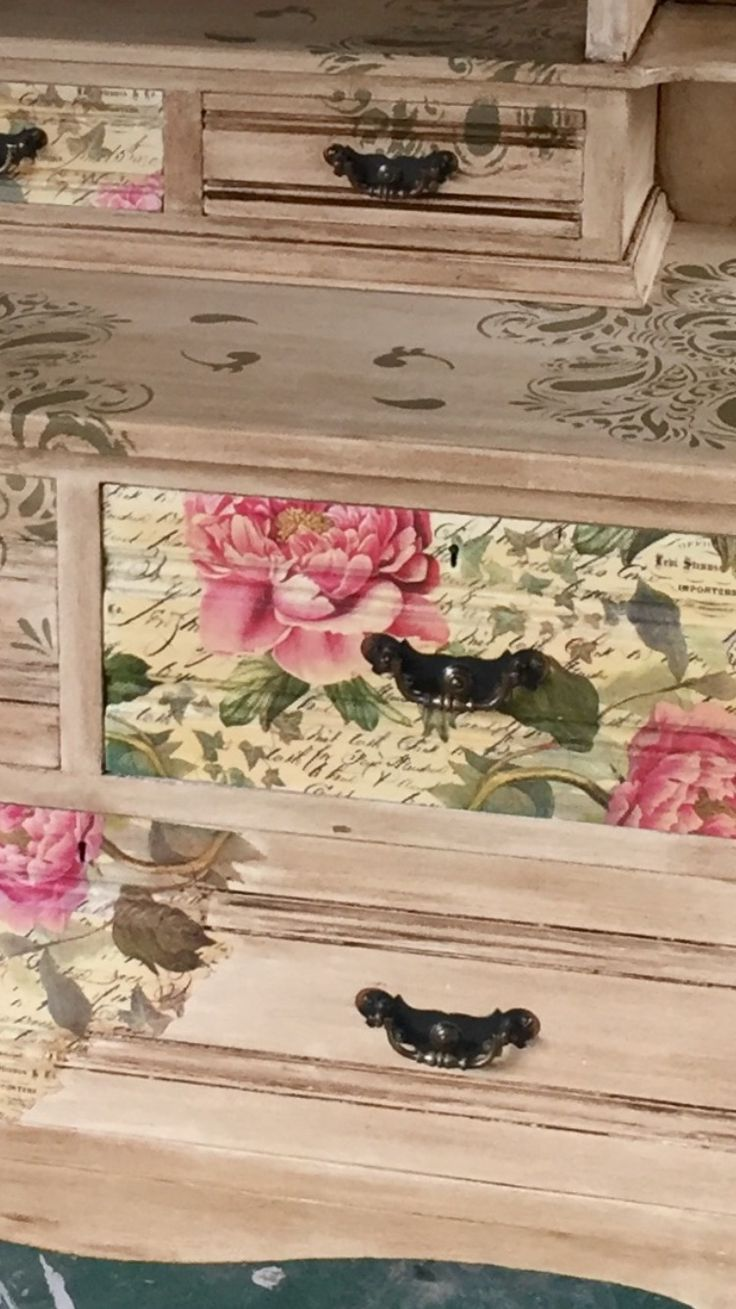 A commission piece painted in Everlong French Cream Chalk Paint, Decoupaged in a beautiful Peony & Script Rice Paper, which was sealed with Mod Podge and the whole piece heavily smothered in Annie Sloan Dark Wax to give it a bit of age.