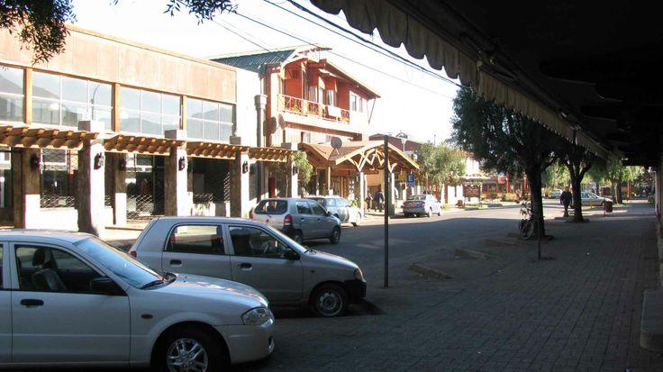 El centro de Pucón. // Downtown Pucón. (IX Región)