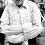Gianni Berengo Gardin, Parma, Istituto psichiatrico, la camicia di forza, 1968 - © Gianni Berengo Gardin - Contrasto