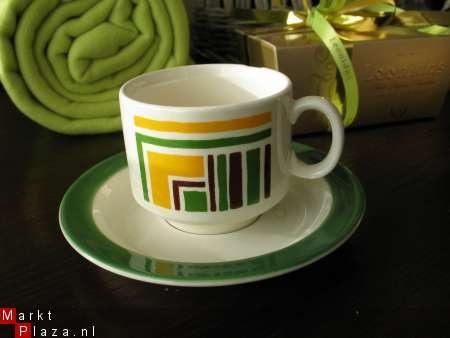 Retro aardewerk kop- en schotel Italiaans groen/bruin/geel