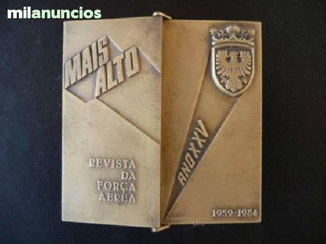 Mais alto.. revista da Forza Aérea portuguesa.. Placa medalla conmemorativa 25 años 1959-1984. . perroverdeshop | ref. P741/09-101