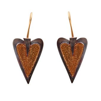 Handmade jewelry, gold plated silver hook earrings 925o with platinum plated silver - Χειροποίητο κόσμημα, σκουλαρίκια γάντζοι σε σχήμα καρδιάς από επιχρυσωμένο ασήμι 925ο με μαύρο πλατίνωμα @ http://www.theodorajewellery.com/jewel/gr/2182/