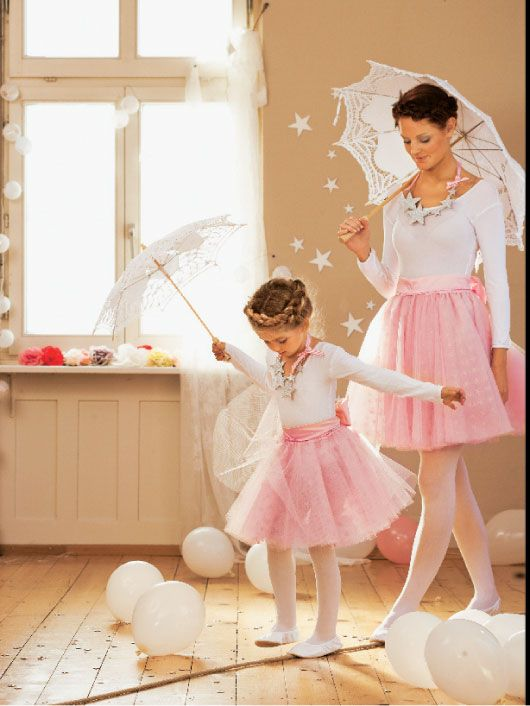 Cute Mother Daughter Halloween Costumes | ... that patterns 140 and 141 were cute too. A mom and daughter costume Lizzy and I matching costumes