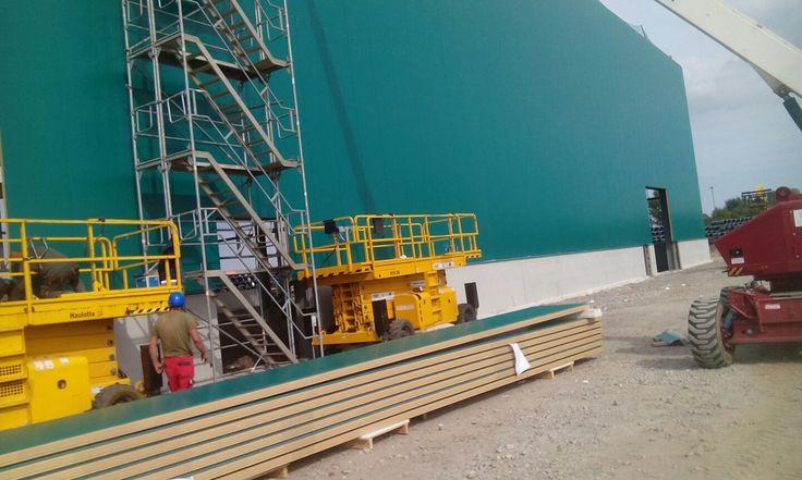 Montage Sandwichpaneele Iso-Fassade Trapezblech Industriehalle Dach- und Fassadenbau
