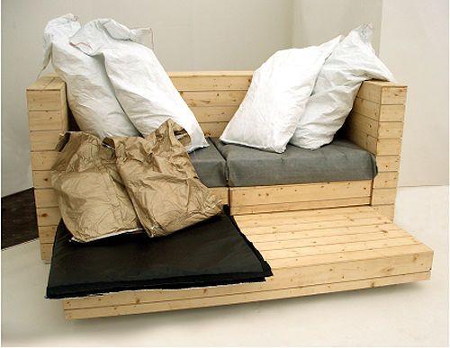Cette Warhol Canapé, conçu par Simone Colombie Brewster, est un mobilier multifonctionnel fait avec des palettes, capable de tenir dans un système un canapé, un lit et un bureau. Il est fondamental…
