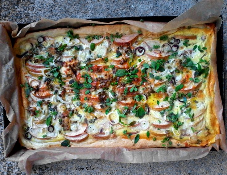 aromatic pie with apples, cheese and marjoram