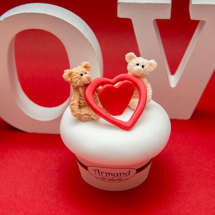 Pentru cadoul de Valentine's Day alegi un plus sau un cupcake? De ce nu ambele? Noile modele de cupcakes Armand, cu ursuleti de plus sunt pe cat de simpatice, pe atat de savuroase.