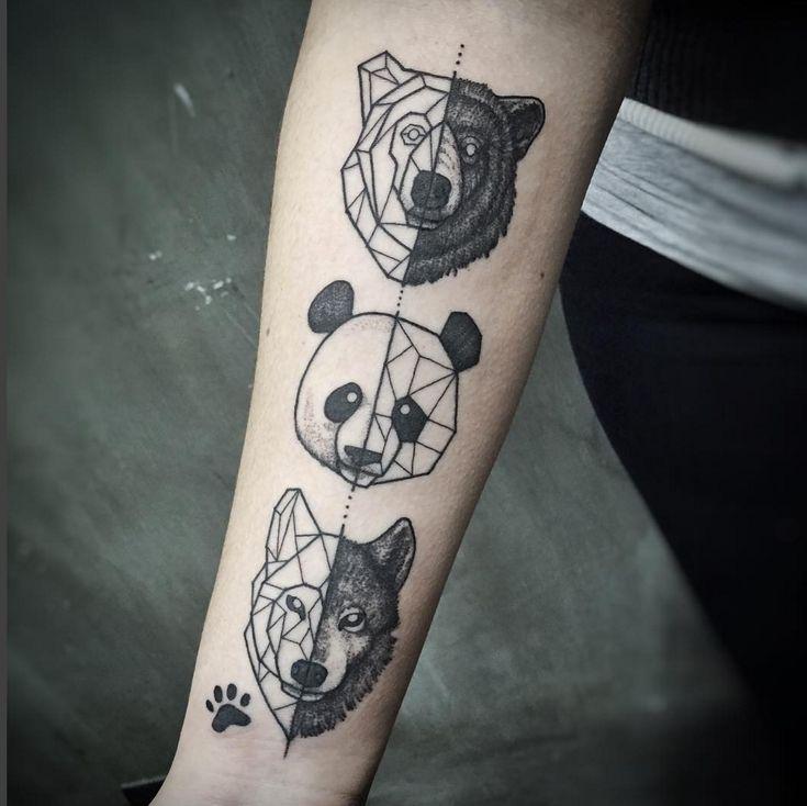 Ursos e lobos geometricamente tatuados.                              …